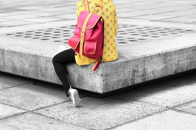 módní batoh s přeskou