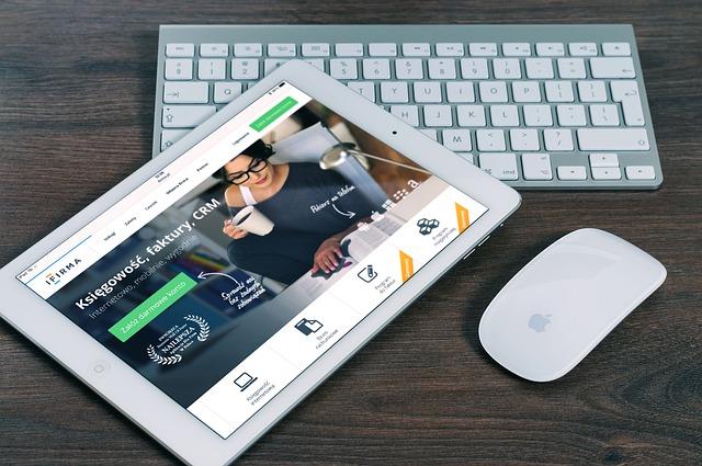 iPad s myší a klávesnicí