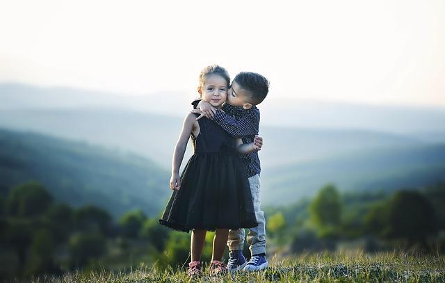 objímání dětí